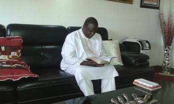 Kivumbi Eanest Benjamin wih Prophet Felix Omondi at Ps Imleda Numutebi Liberty Worship Centre (2)