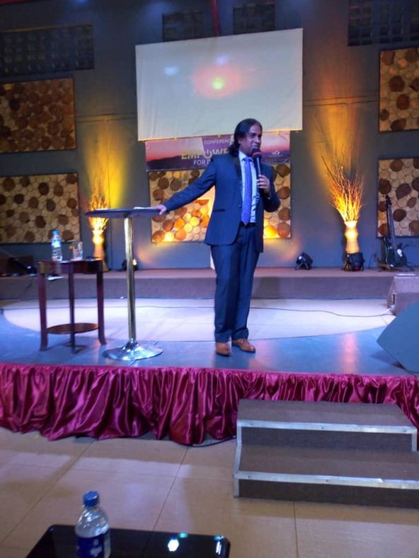 Dr Paul Victor in Uganda (3)