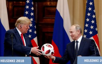 trump-putin-football-rtr-img
